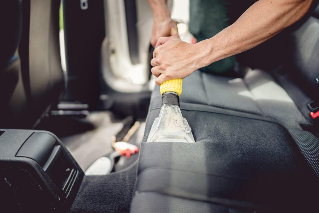 Innenreinigung - Innenraum Nassreinigung Car Detailing Fahrzeugaufbereitung